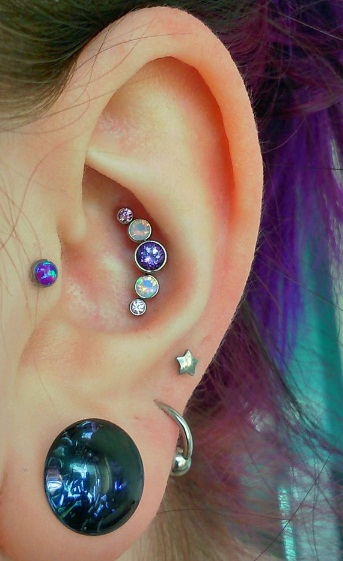 5 Stone Conch Piercing