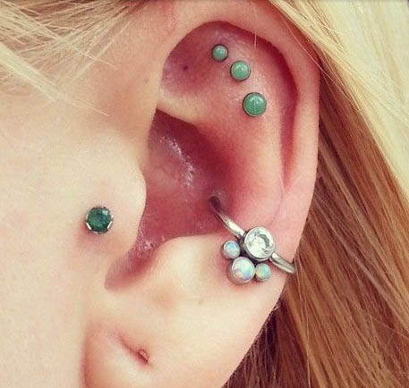 emerald-outer-conch-piercing